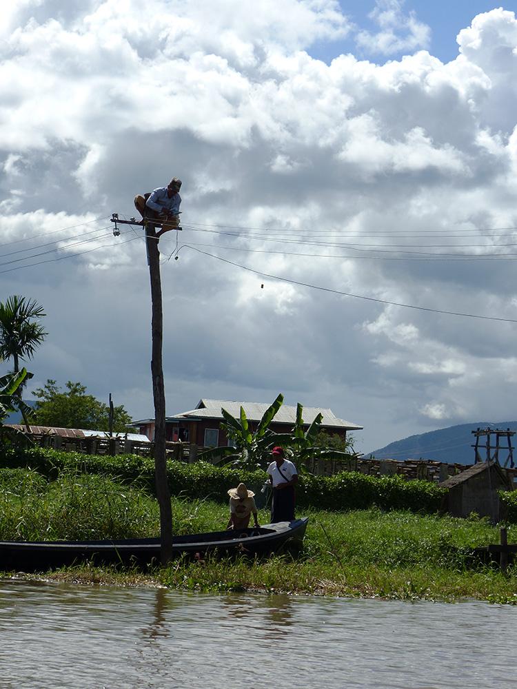 Electricité sur le lac Inle