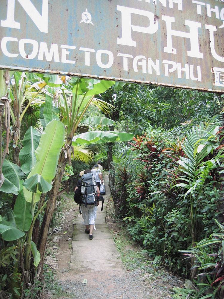 Entrée de notre hébergement près du Mékong