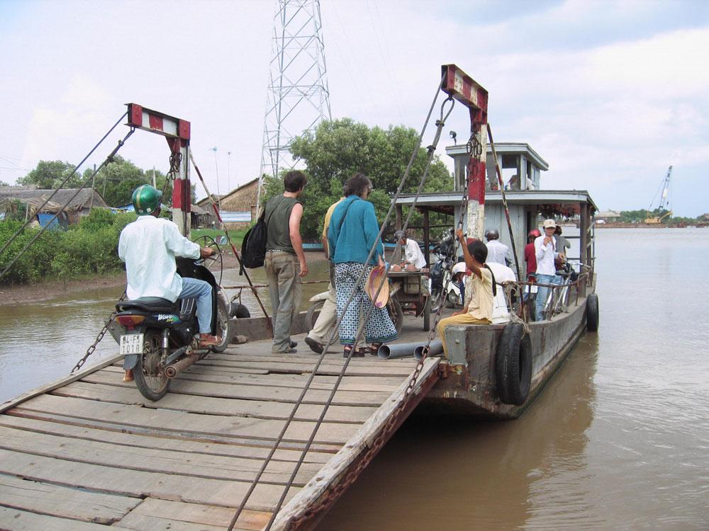 Bac pour traverser le Mékong