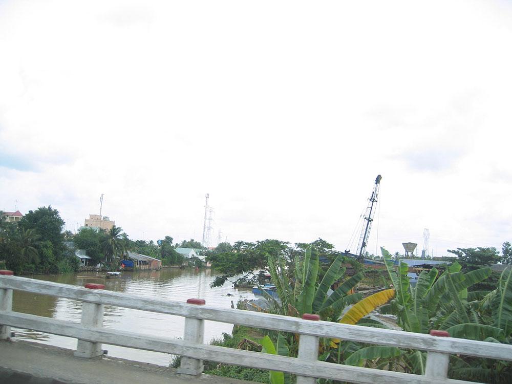 Pont traversant le Mékong