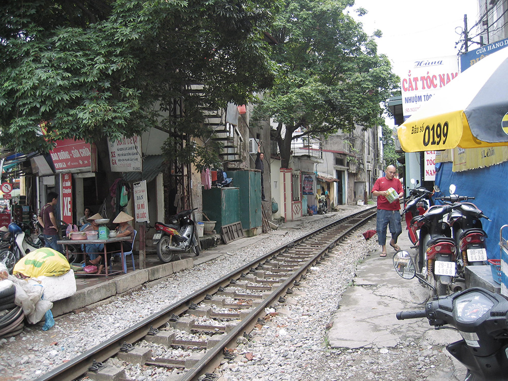 Voie ferrée traversant Hanoï