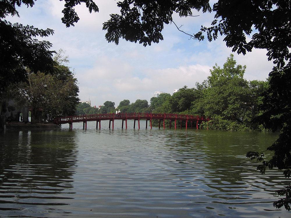 Pont sur le lac Hoan Kiem