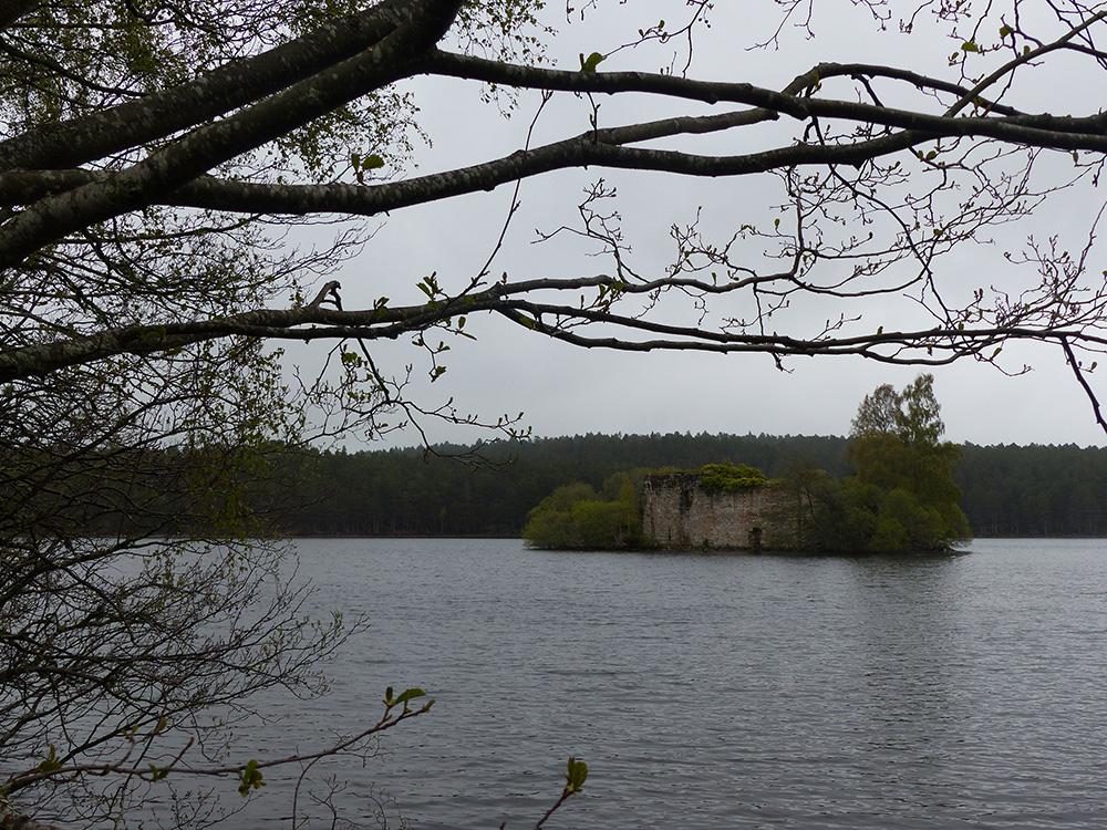 Château au milieu d'un lac