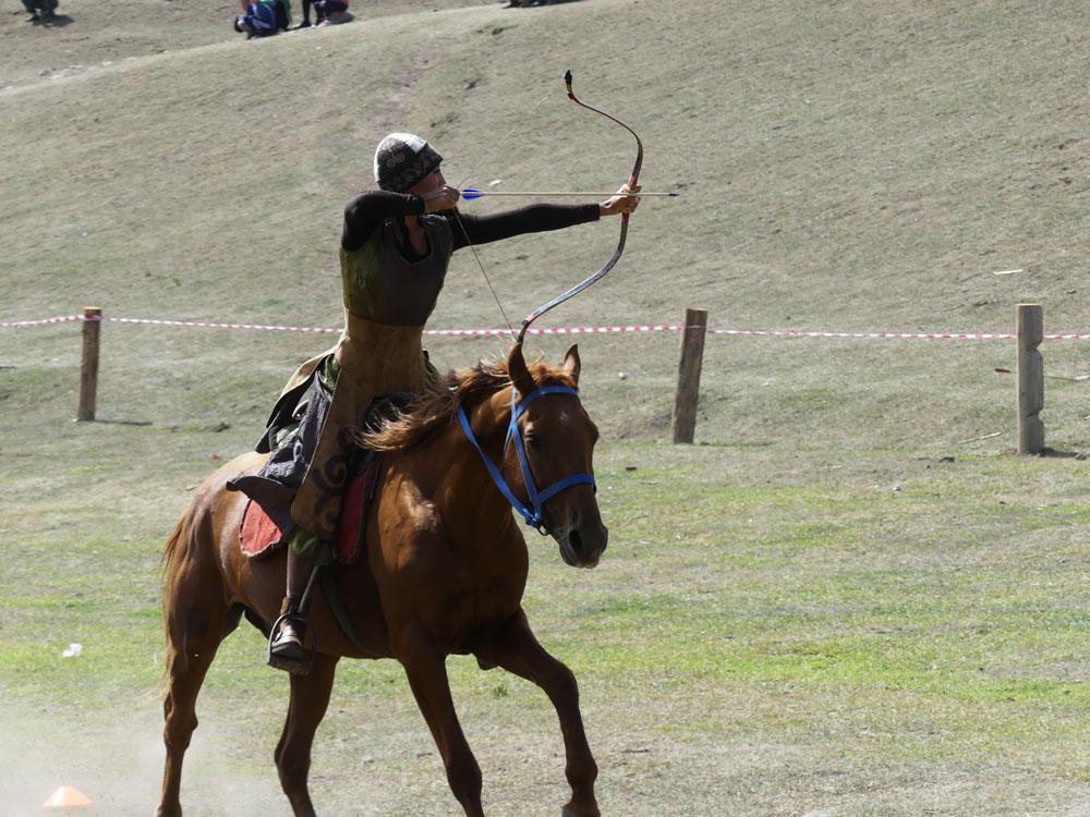 Tir à l'arc à cheval