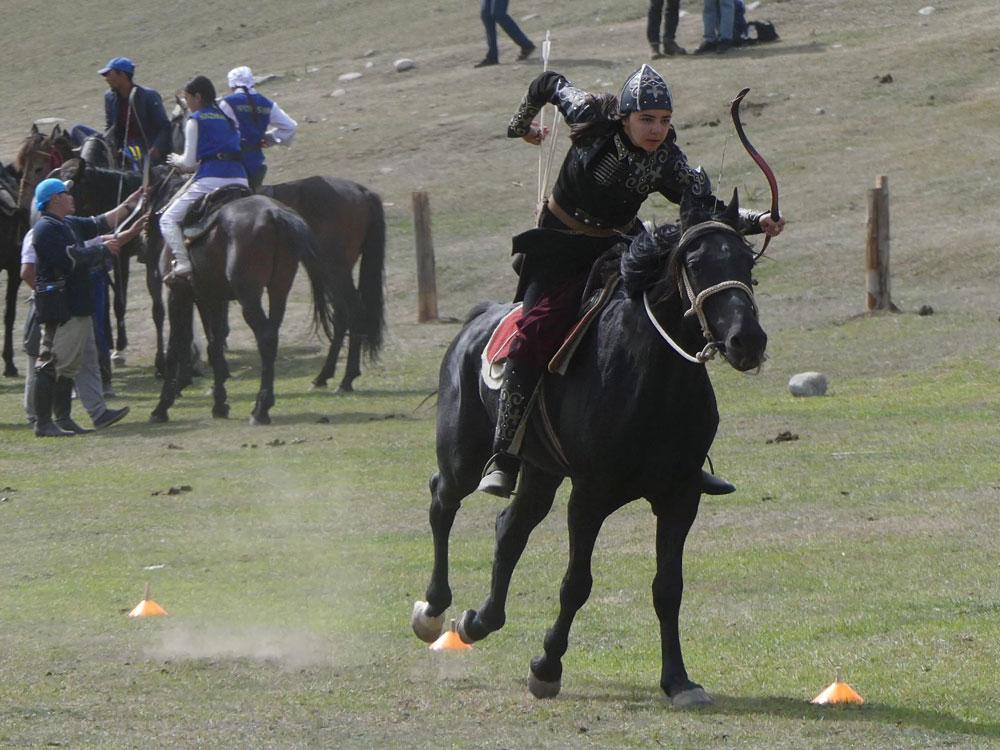 Compétition de tir à l'arc monté au Kirghizistan