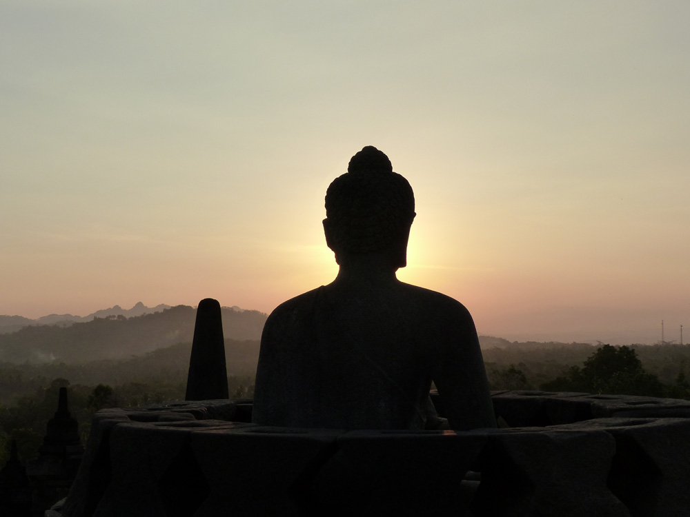 Bouddha au coucher du soleil